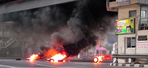 bangkok_protests_burning_tires