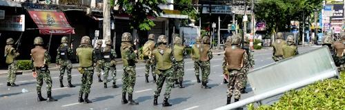 bangkok_protests_rama4_soldiers