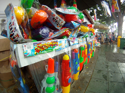 songkran_waterpistols